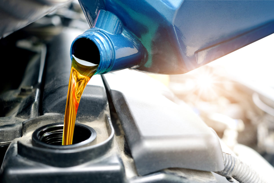 Refueling and pouring oil quality into the engine motor car Transmission and Maintenance Gear